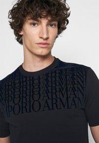 Emporio Armani - Print T-shirt - dark blue - 5