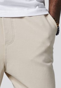Tigha - COSMO - Tracksuit bottoms - vintage sand - 3