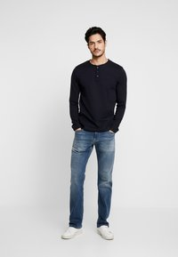 TOM TAILOR DENIM - STRUCTURED FABRIC - Long sleeved top - sky captain blue - 1