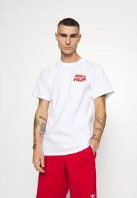 HUF - DESTROY ALL MONSTERS TEE - Print T-shirt - white - 2