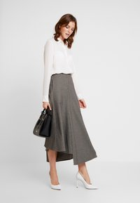 Apart - GLENCHECK SKIRT - Maxi skirt - cream/taupe - 1