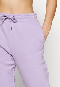 Monki - Pantaloni sportivi - lilac purple medium dusty - 3