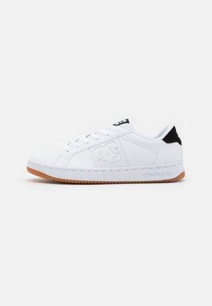 STRIKER UNISEX - Sneakersy niskie - white/black