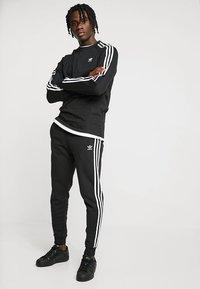 adidas Originals - 3 STRIPES UNISEX - Long sleeved top - black - 1