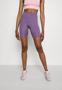 Nike Performance - FEMME ONE SHORT  - Tights - amethyst smoke/metallic gold - 0