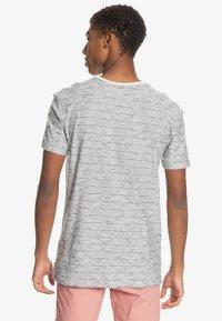 Quiksilver - KENTIN - Print T-shirt - kentin antique white - 2