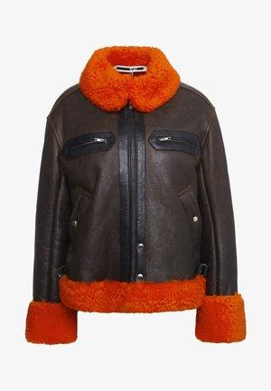 CROPPED FLIGHT  - Giacca di pelle - orange/black