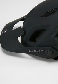 Oakley - DRT5  EUROPE - Helma - blackout - 7