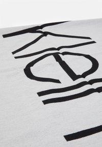 Calvin Klein - SCARF  - Šála - white/black - 2
