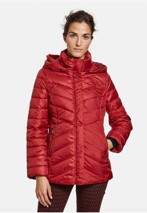 LEICHT TAILLIERTE - Winterjas - carmine red