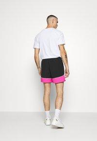 Night Addict - NAJOSHUA - Shorts - black/pink - 2