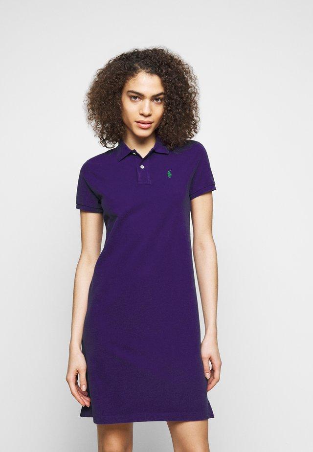 BASIC - Robe d'été - chalet purple