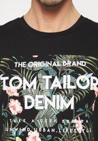 TOM TAILOR DENIM - Print T-shirt - black - 4