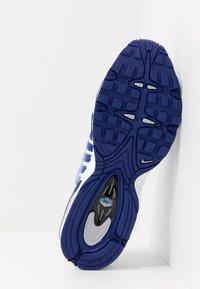 Nike Sportswear - AIR MAX TAILWIND IV - Sneakers - white/deep royal blue/wolf grey - 4