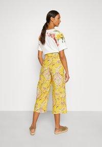 Desigual - PANT LUCAS - Pantalon classique - yellow - 2