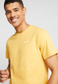Levi's® Extra - Print T-shirt - golden apricot - 3
