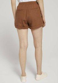 TOM TAILOR DENIM - Shorts - amber brown - 2