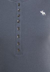 Abercrombie & Fitch - Basic T-shirt - dark blue - 6
