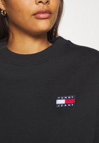 Tommy Jeans - BADGE  - Sweatshirt - black - 5