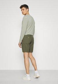 Tommy Hilfiger - BROOKLYN - Shorts - army green - 2