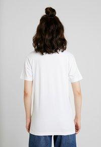 Merchcode - LADIES PLANET EARTH TEE - Print T-shirt - white - 2