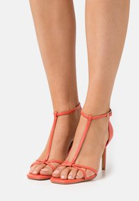 ONLY SHOES - ONLALYX T-BAR - Sandales - coral - 0