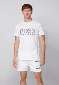 BOSS - Print T-shirt - natural - 0