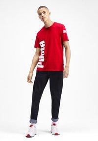 Puma - SHORT SLEEVE - T-shirt imprimé - high risk red - 1