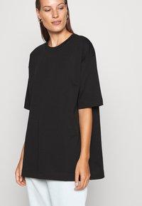 ARKET - Basic T-shirt - black dark - 3