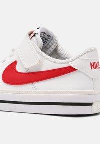 Nike Sportswear - COURT LEGACY  - Baskets basses - white/red/black - 6