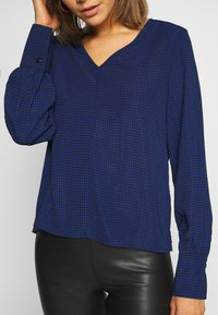 ONLY - ONLFRANCY LIFE V-NECK - Blouse - black/tiny electric leo/sodalite - 5