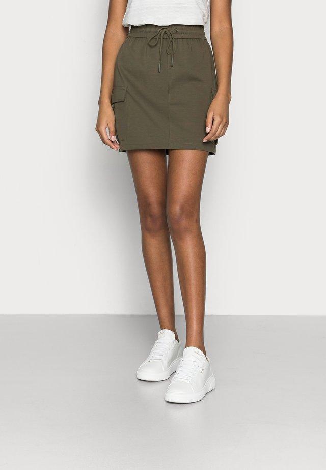 VMEVA SHORT SKIRT - Minifalda - ivy green