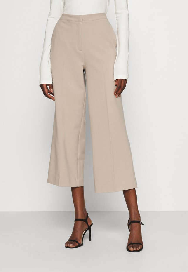 MOORE CULOTTE PANTS - Tygbyxor - creamy sand