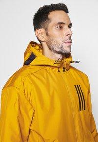 adidas Performance - ATHLETICS TECH PRIMEBLUE SPORTS JACKET - Veste de survêtement - legacy gold/black - 3