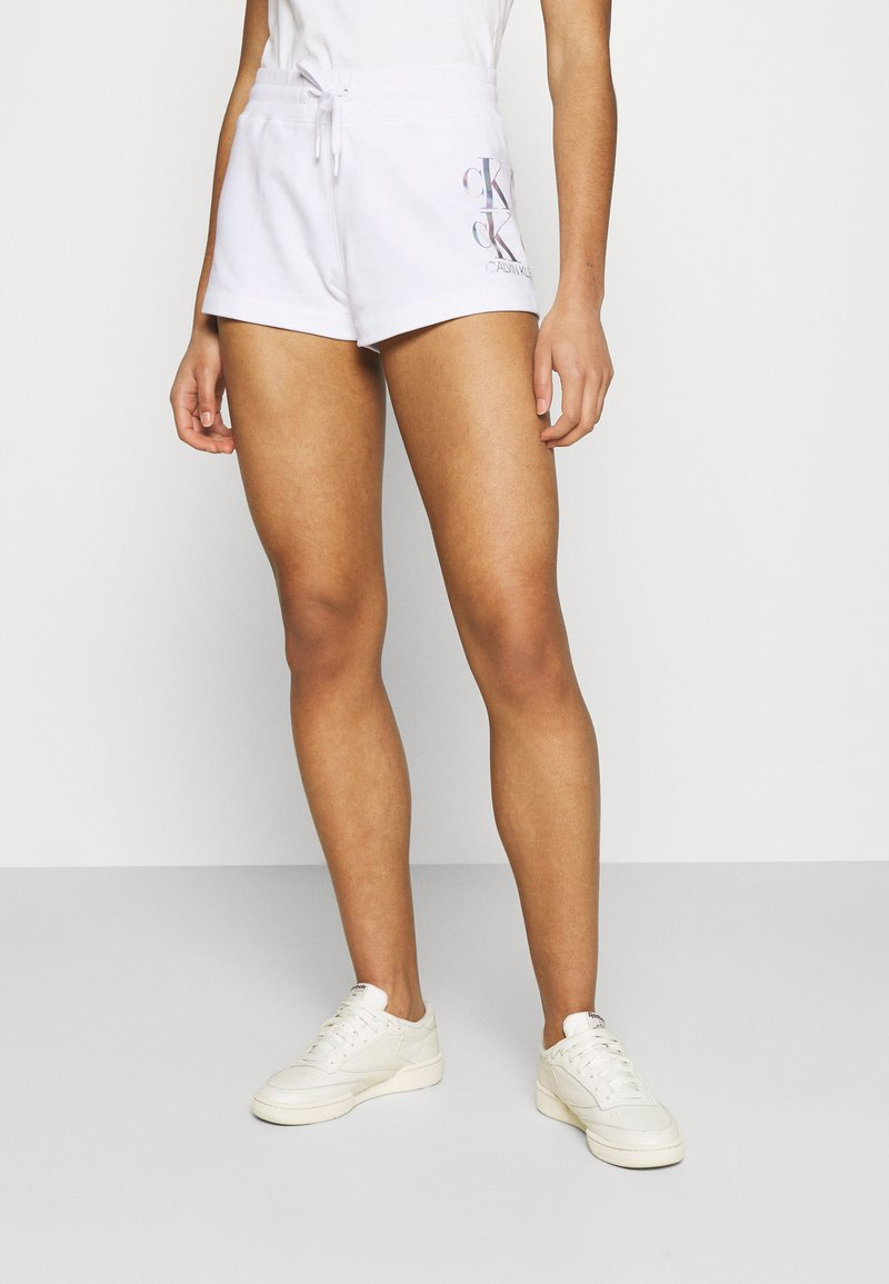Calvin Klein Jeans - SHINE LOGO SHORT - Shorts - bright white