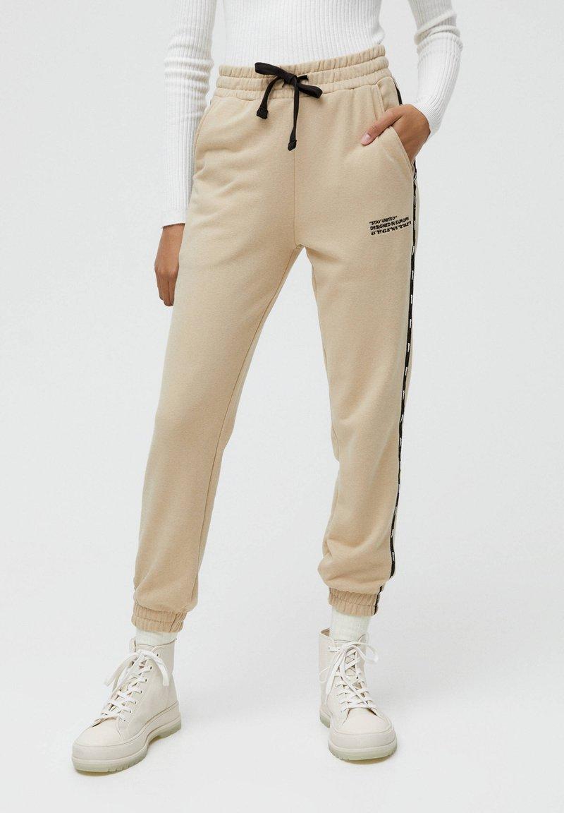 PULL&BEAR - Teplákové kalhoty - beige