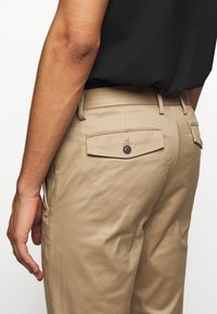 CLOSED - DEVON SLIM - Chino - deep dune - 4