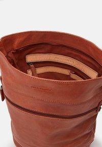 FREDsBRUDER - URBANITE - Handbag - burned orange - 2