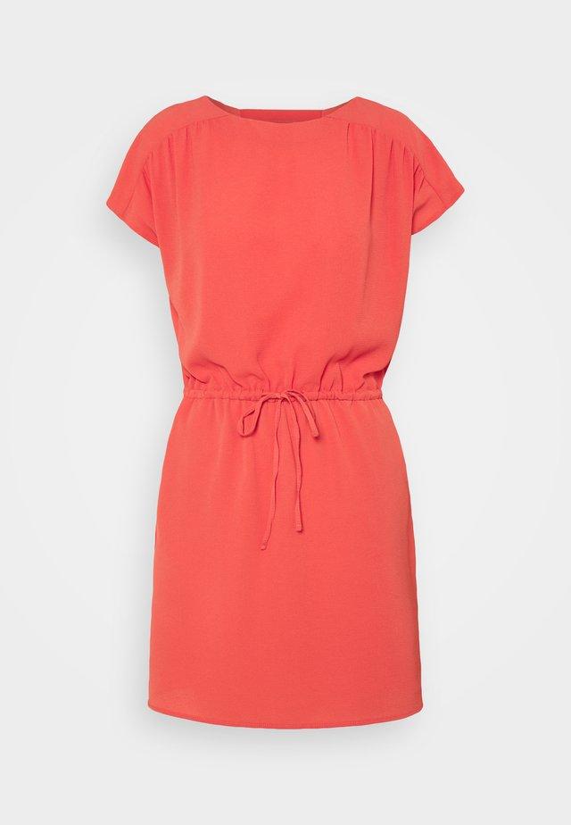 VMSASHA BALI SHORT DRESS PETITE - Sukienka letnia - spiced coral