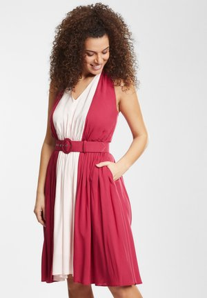 WREN SWING - Cocktail dress / Party dress - red