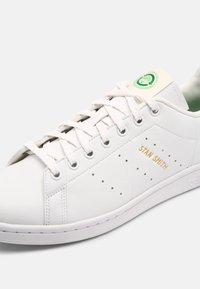 adidas Originals - STAN SMITH PRIMEGREEN SHOES - Sneakers - white/green - 6