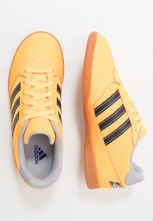 SUPER SALA - Indoor football boots - solar gold/collegiate navy/glow grey