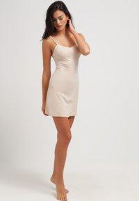 Spanx - THINSTINCTS - Shapewear - soft nude - 1
