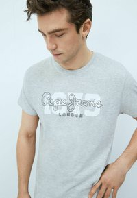 Pepe Jeans - ANDRES - T-shirt med print - gris marl - 3