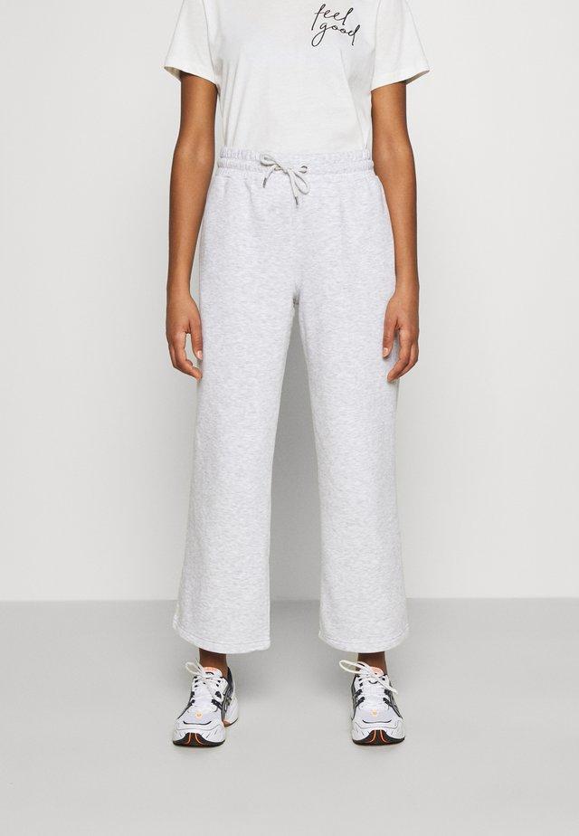 KAJSA TROUSERS - Pantalones deportivos - grey melange