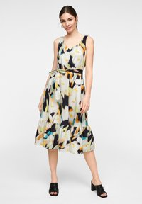 comma - MIT ALLOVER-PRINT - Day dress - navy faded flower - 1