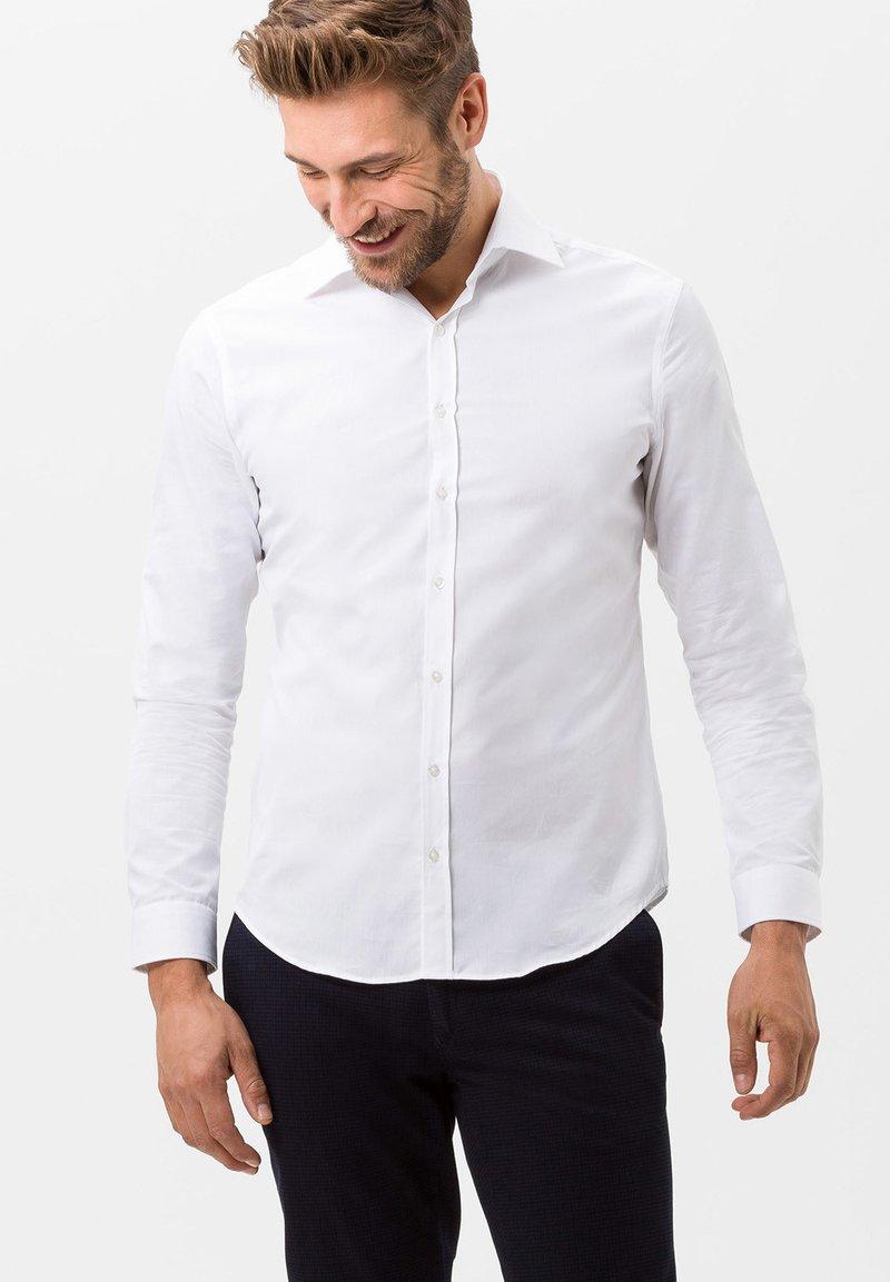BRAX - STYLE HAROLD - Camicia elegante - white