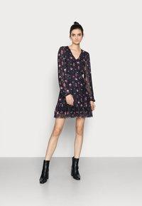 Even&Odd Tall - Denní šaty - black/multi-coloured - 0