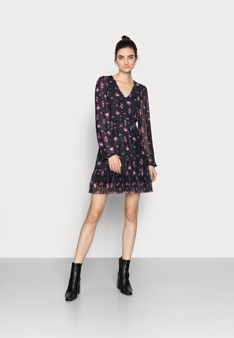 Even&Odd Tall - Denní šaty - black/multi-coloured