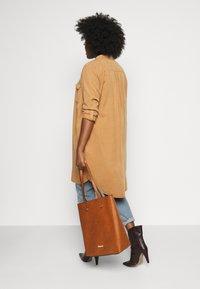 Anna Field - Shoppingveske - cognac - 0